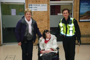 L-R: Penny Gregg from the Alzheimer's Society, the late Jenny Neal & Pc Fiona Andrews